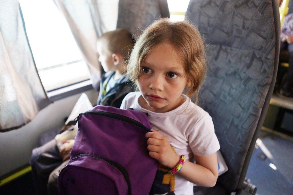 Юные пассажиры автобусов Мострансавто получат светоотражающие брелоки