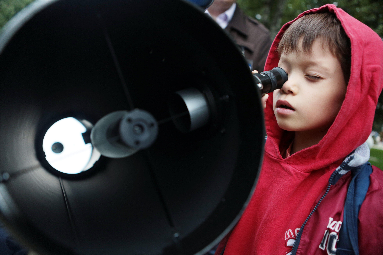 Жителей Москвы пригласили на бесплатные астрономические наблюдения