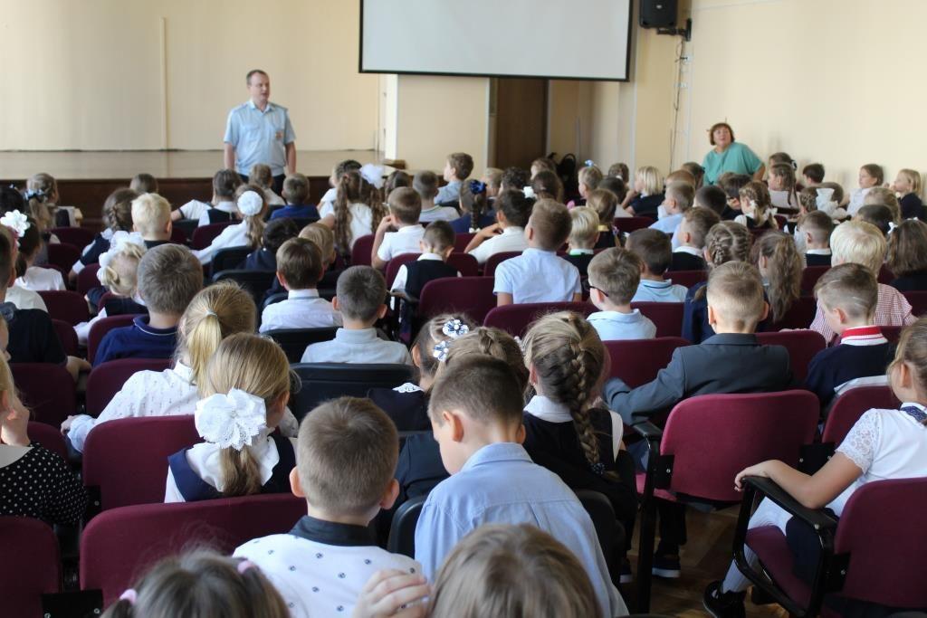 Сотрудники столичной Госавтоинспекции провели «Круглый стол» с учащимися начальных классов