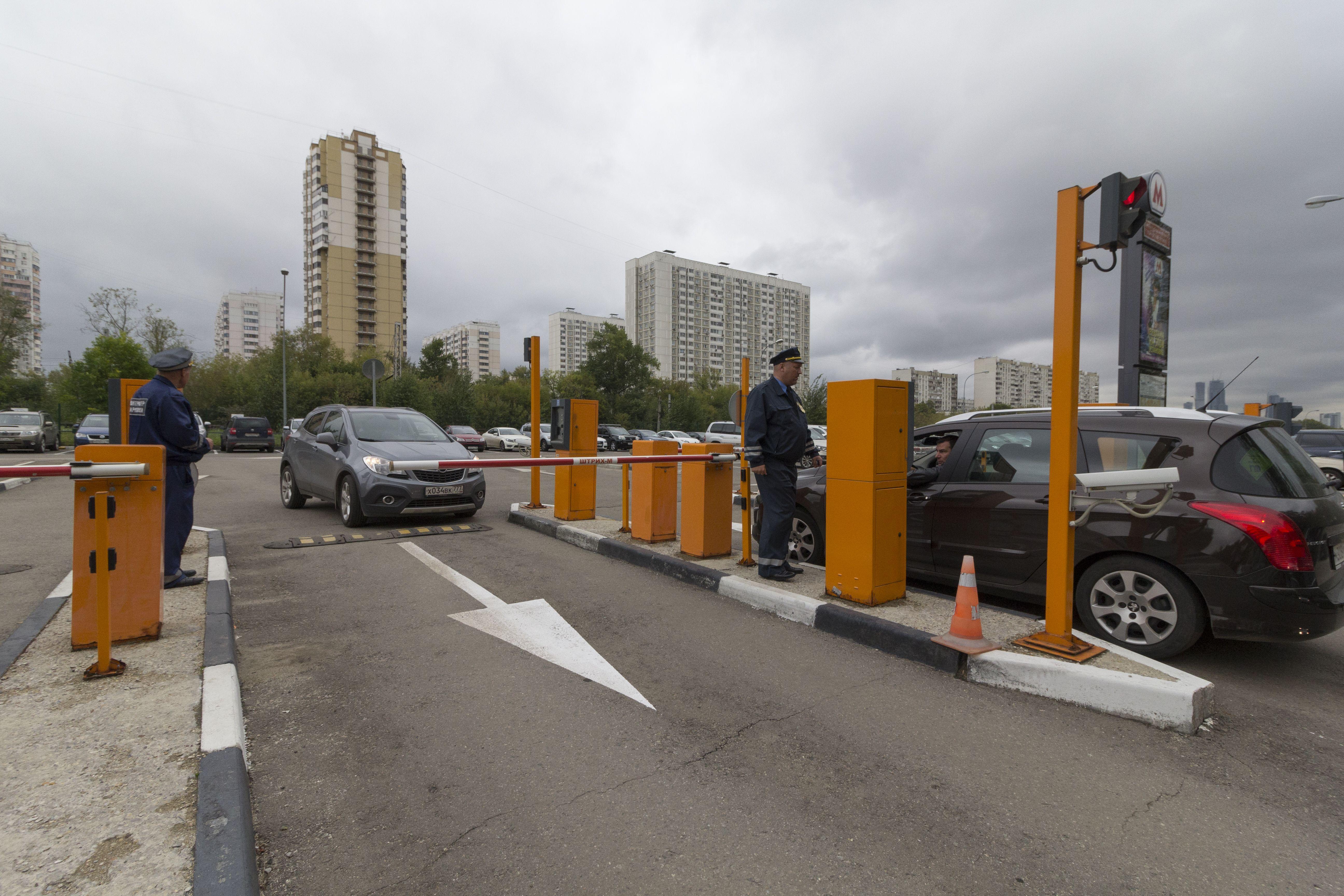 Более полумиллиона водителей в Москве воспользовались перехватывающими парковками у метро