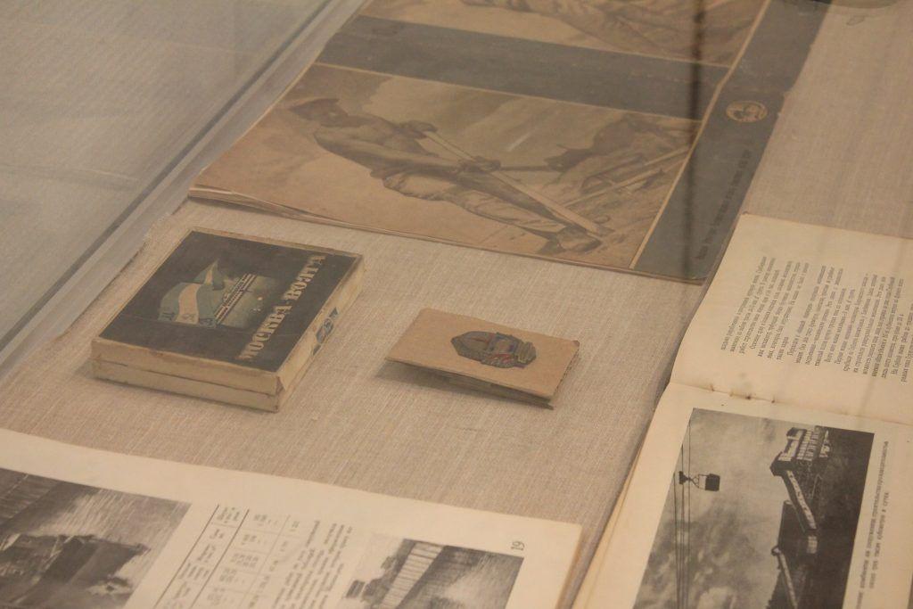 Старые журналы и книги, представленные на выставке