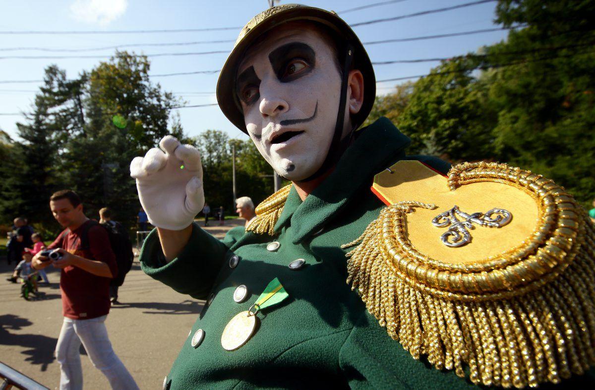 Горожан на Бульварном кольце сегодня позабавят клоуны