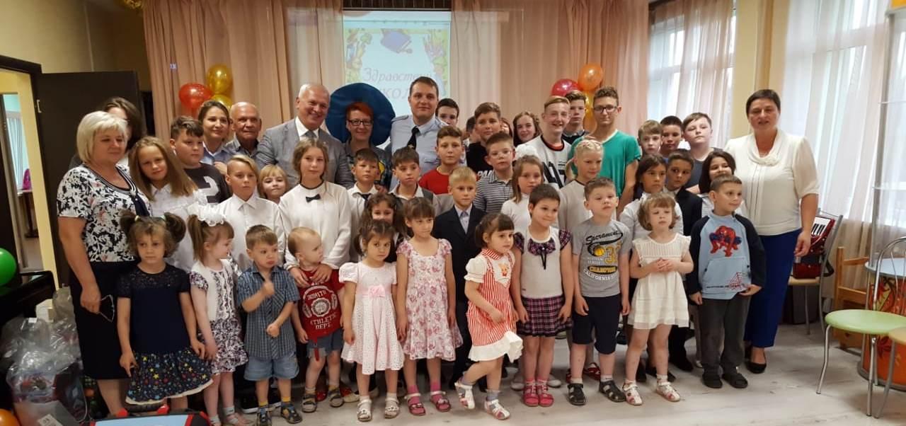 Сотрудники полиции УВД по ЮАО поздравили воспитанников Центра поддержки семьи и детства с Днем знаний