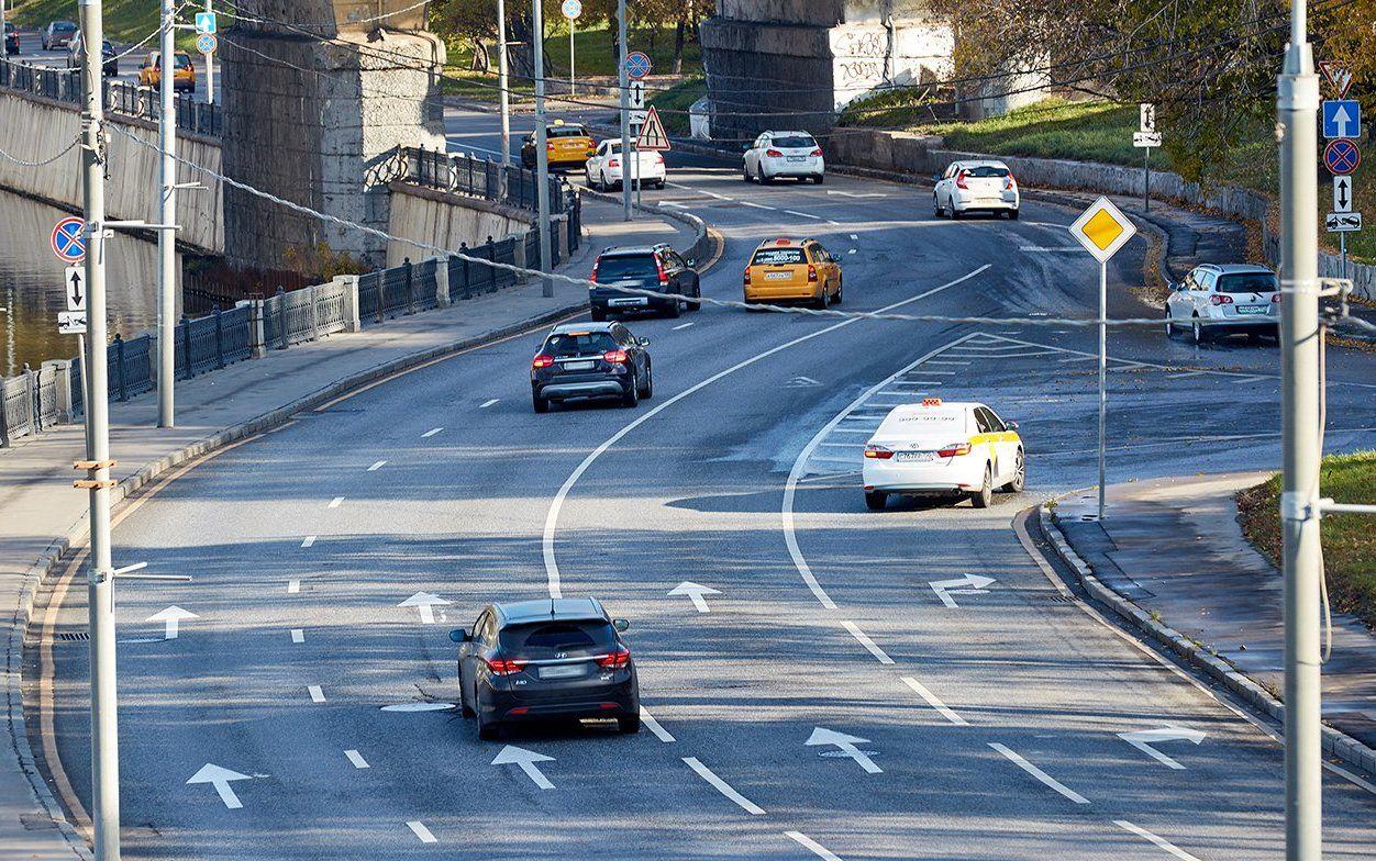 Движение транспорта ограничат на двух улицах Южного округа