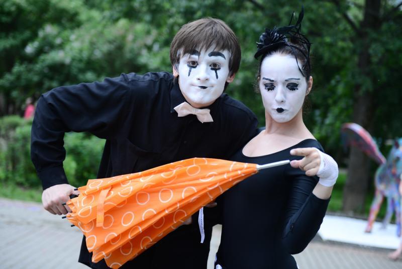 Клоуны пройдут по Бульварному кольцу 14 сентября. Фото: Наталья Феоктистова, «Вечерняя Москва»