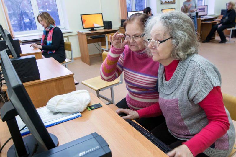 Курсы по компьютерной грамотности посетили участники «Московского долголетия»