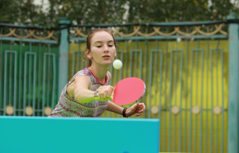 Новички и профессионалы сыграли в большой теннис