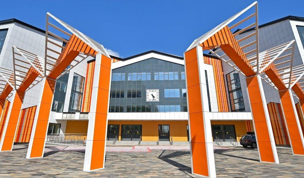 Самую большую школу в России достроили в Даниловском районе. Фото: сайт мэра Москвы