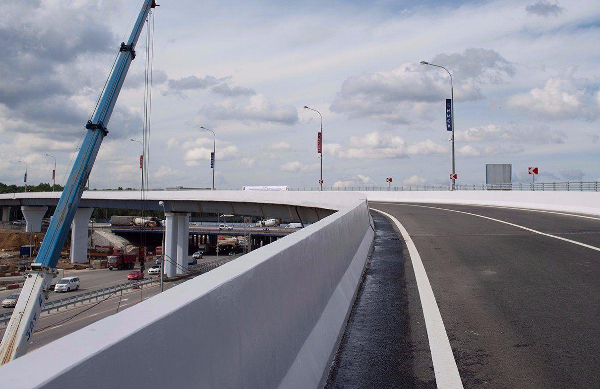 Строительство автомобильной эстакады завершат на Дорожной улице
