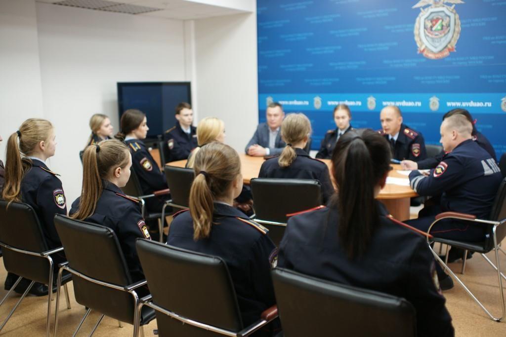 Сотрудники полиции УВД по ЮАО провели мероприятие в формате «круглого стола» на тему профилактики дорожно-транспортного травматизма среди несовершеннолетних