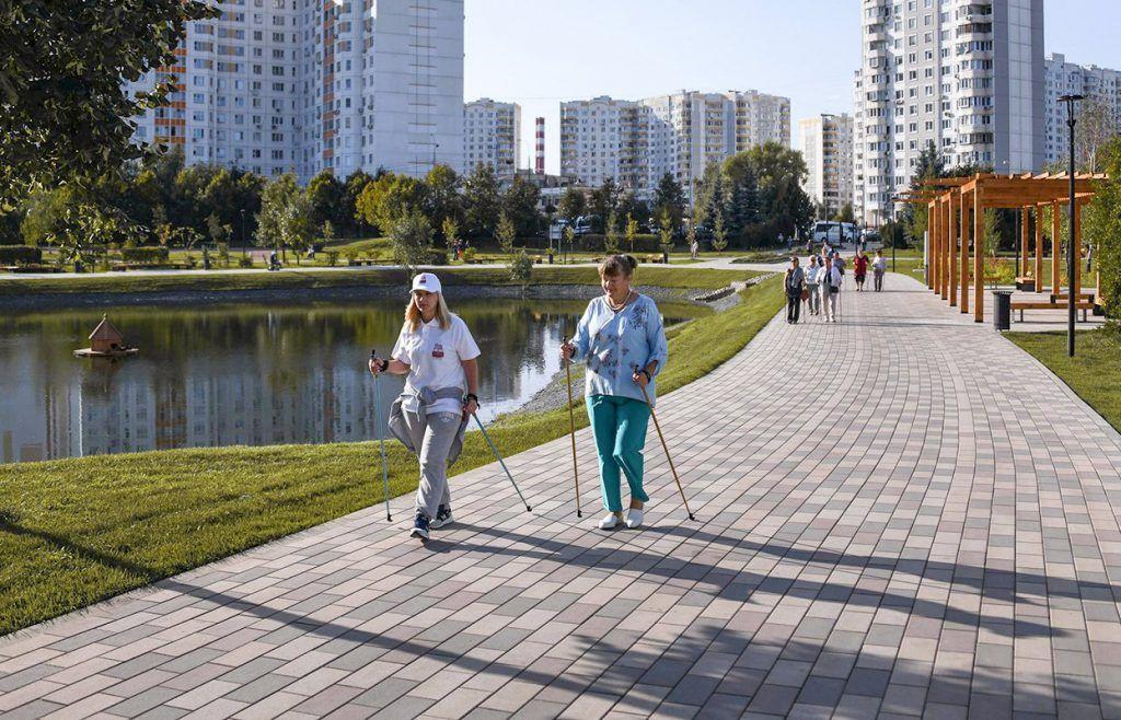 На свежем воздухе: спортивные тренировки проведут в парках юга. Фото: сайт мэра Москвы