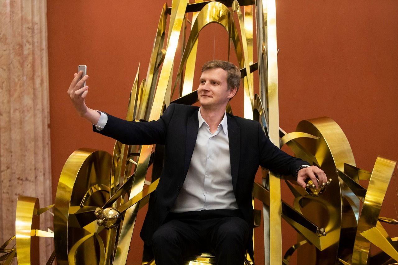 Чувство собственной важности: «Трон гуманизма» установили в музее-заповеднике «Царицыно»
