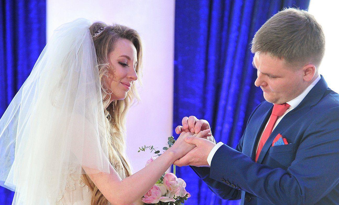 Красивая дата: 33 пары поженили в Шипиловском ЗАГСе 19 сентября