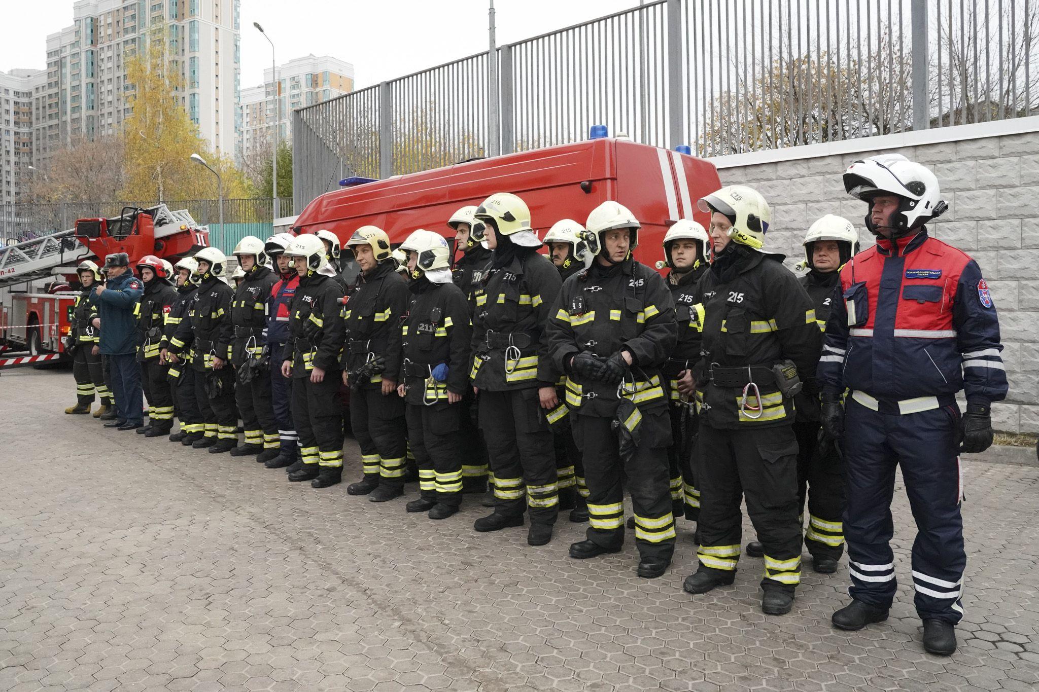 Пожарно-тактические учения прошли в школе на Юге Москвы