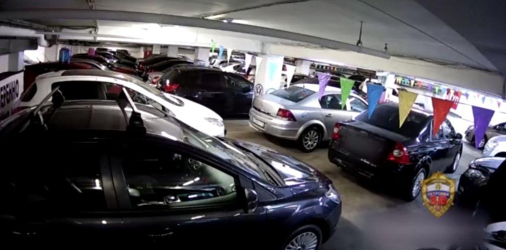 Полицейские ОМВД России по Даниловскому району задержали подозреваемого в краже автомобиля из автосалона