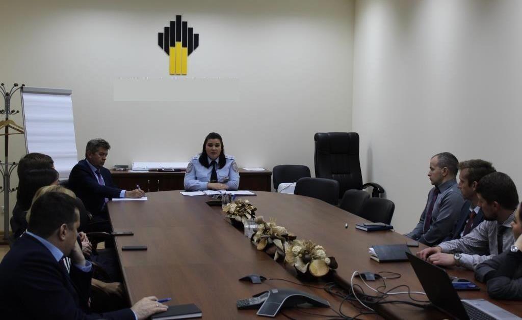 Сотрудники Госавтоинспекции ЮАО Москвы провели совещание с руководящим составом в транспортной компании