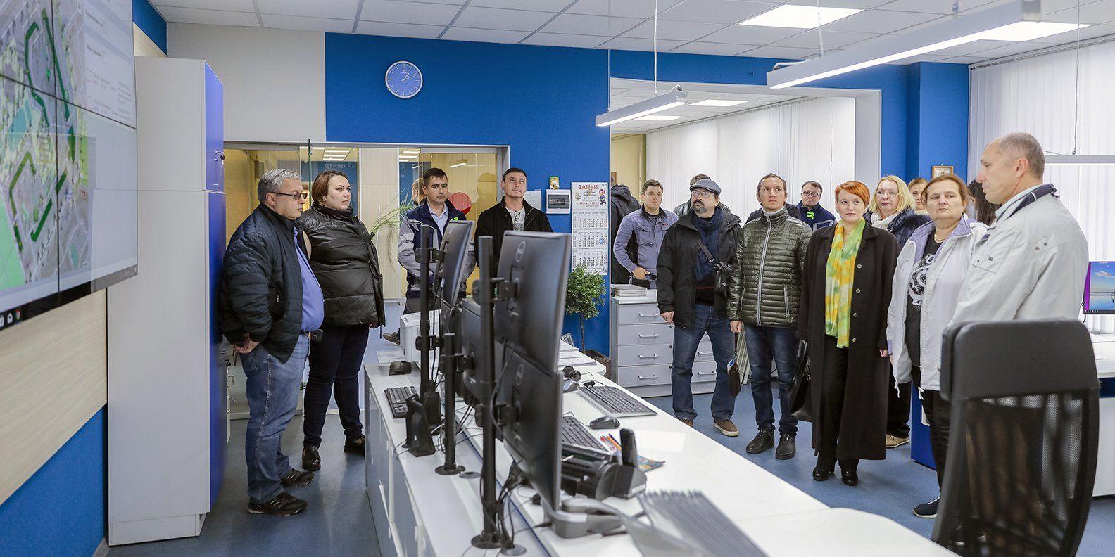 Экскурсантам показали, какие умные технологии появляются в жилых кварталах. Фото: сайт мэра Москвы