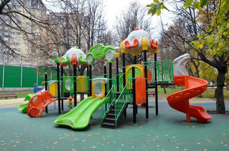 Четыре двора благоустроили в Царицыне на средства от платных парковок