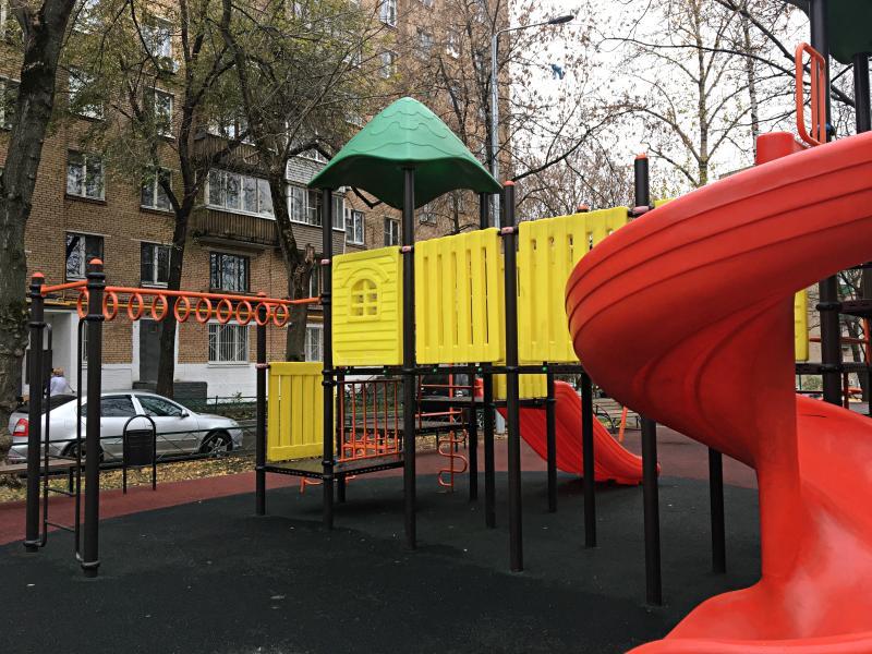 Пять детских площадок благоустроят в Царицыне до конца октября