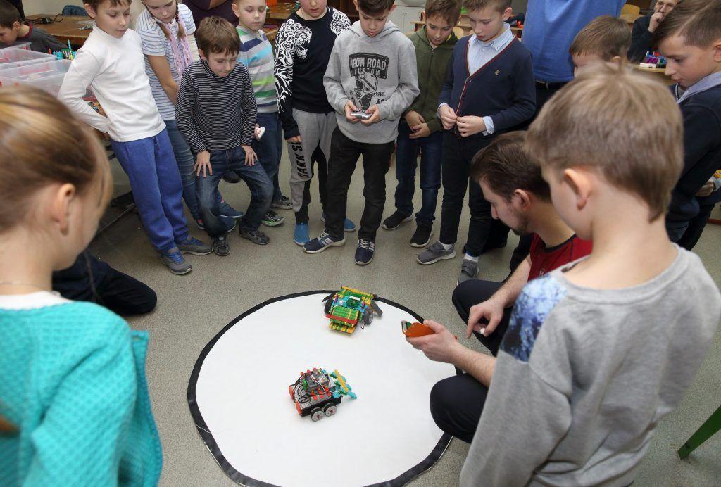 Соревнование радиоуправляемых роботов. Фото предоставил руководитель клуба «Мой робот» Сергей Кушков