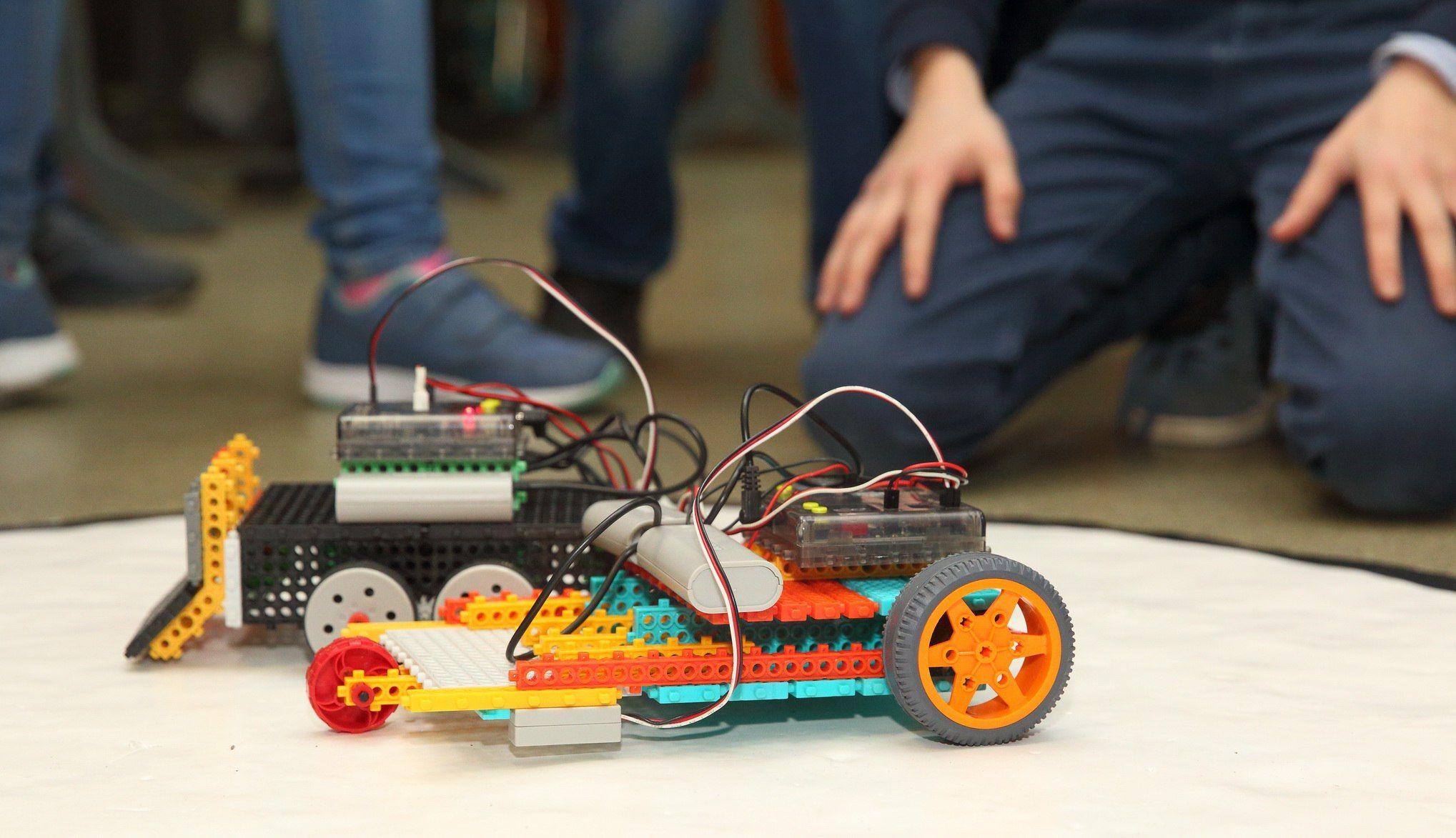 Будущее за ними: о том, как ребята «умных»роботов создают