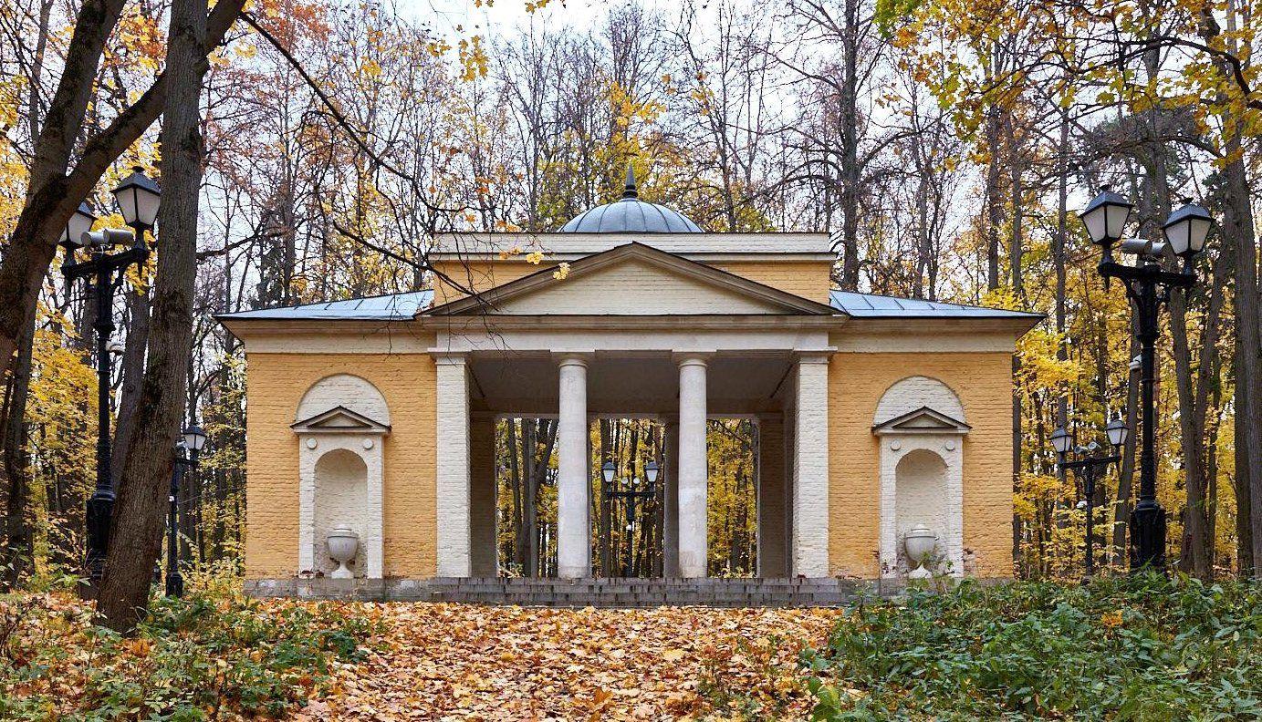 Храм меланхолии: горожанам рассказали о самых красивых парковых объектах столицы