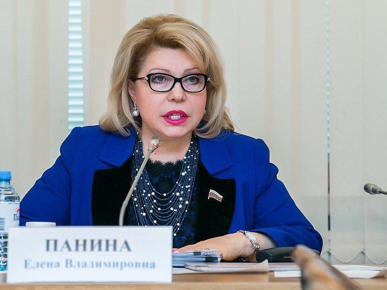 Депутат Елена Панина пригласила студентов Московского финансово-юридического университета в Государственную Думу