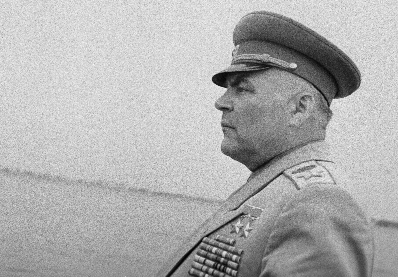Маршал Малиновский берег своих бойцов