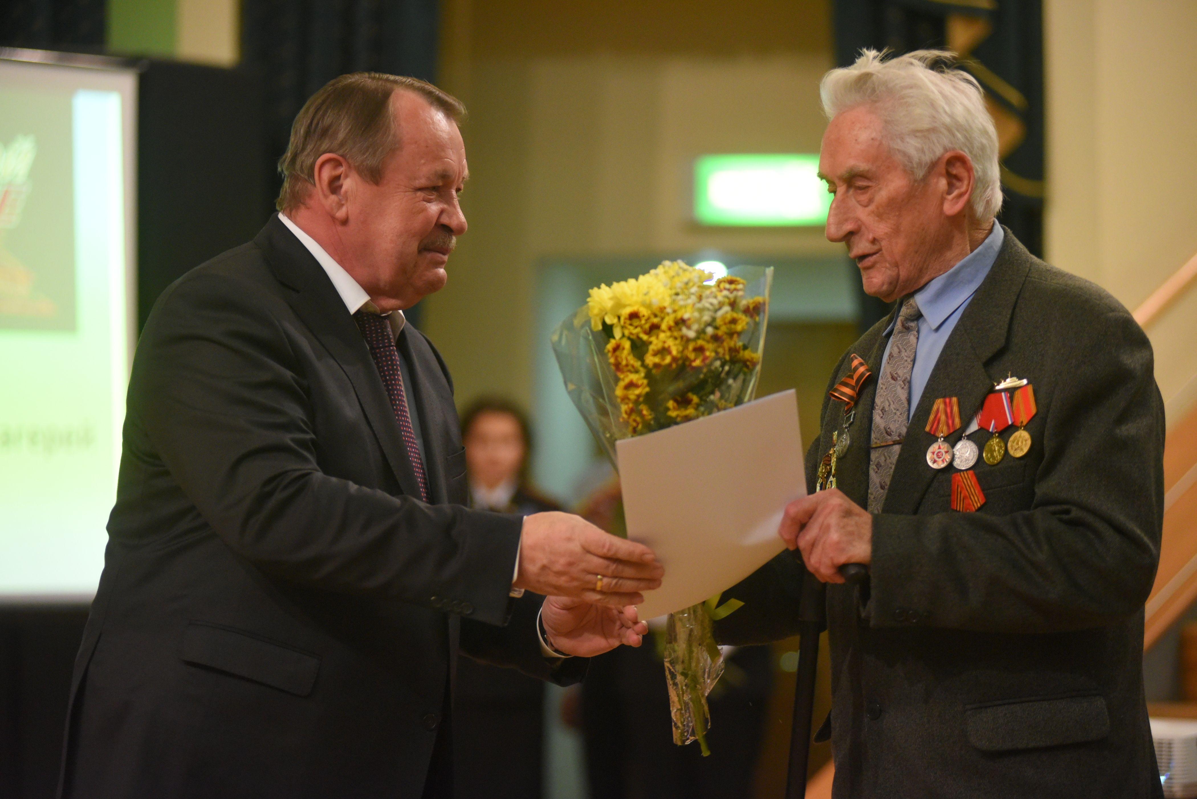 Префект поздравил ветеранов