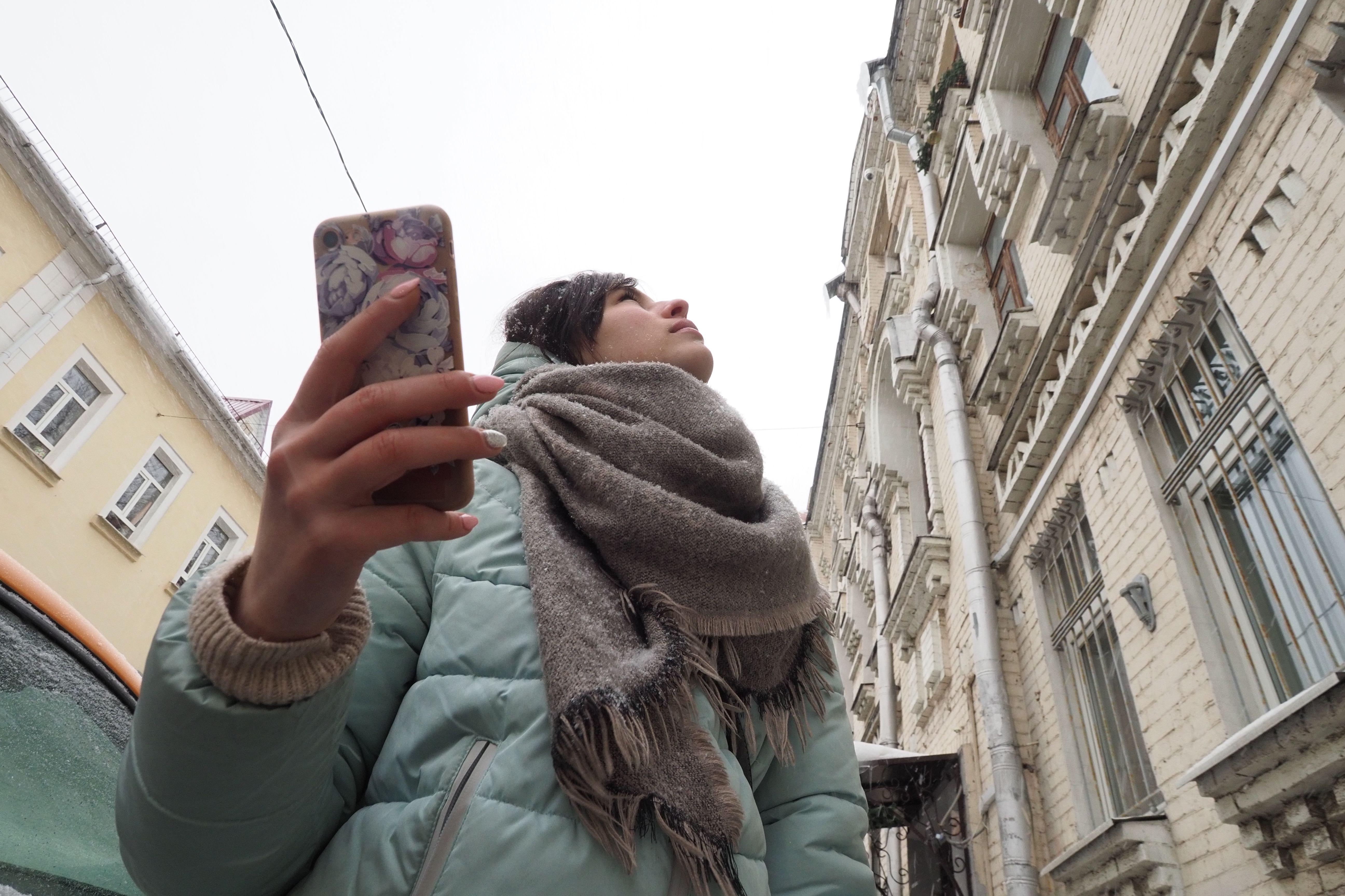 Москвичей призвали сообщать об опасных сосульках на нежилых зданиях