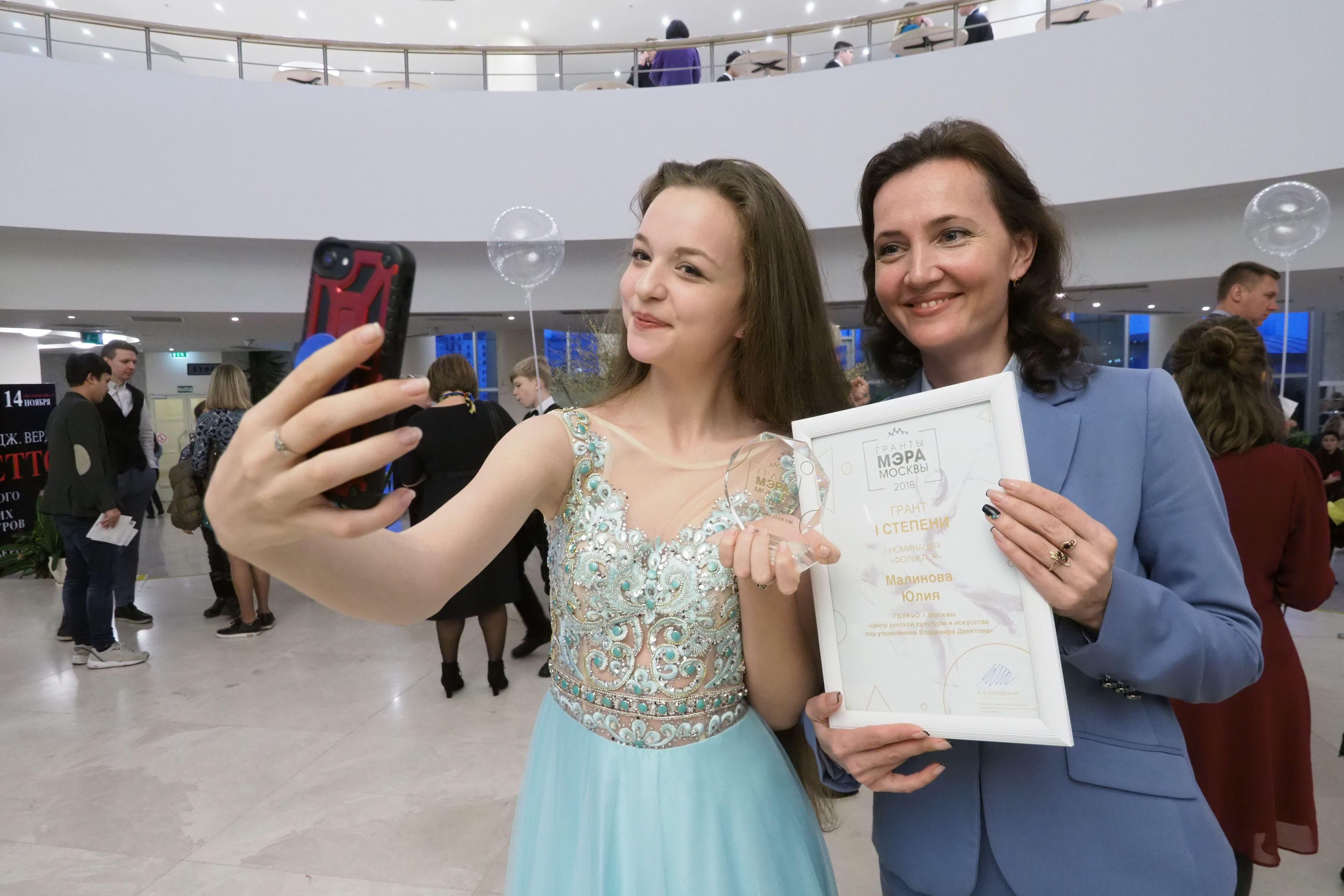 Столичные школьники стали лауреатами премии мэра Москвы