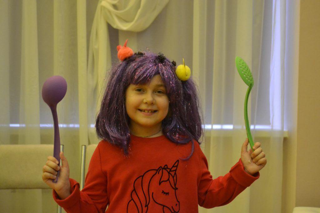 Роль маленькой колдуньи, противостоящей нападкам злых тетушек, досталась Маше.Фото: Ирина Кошелева