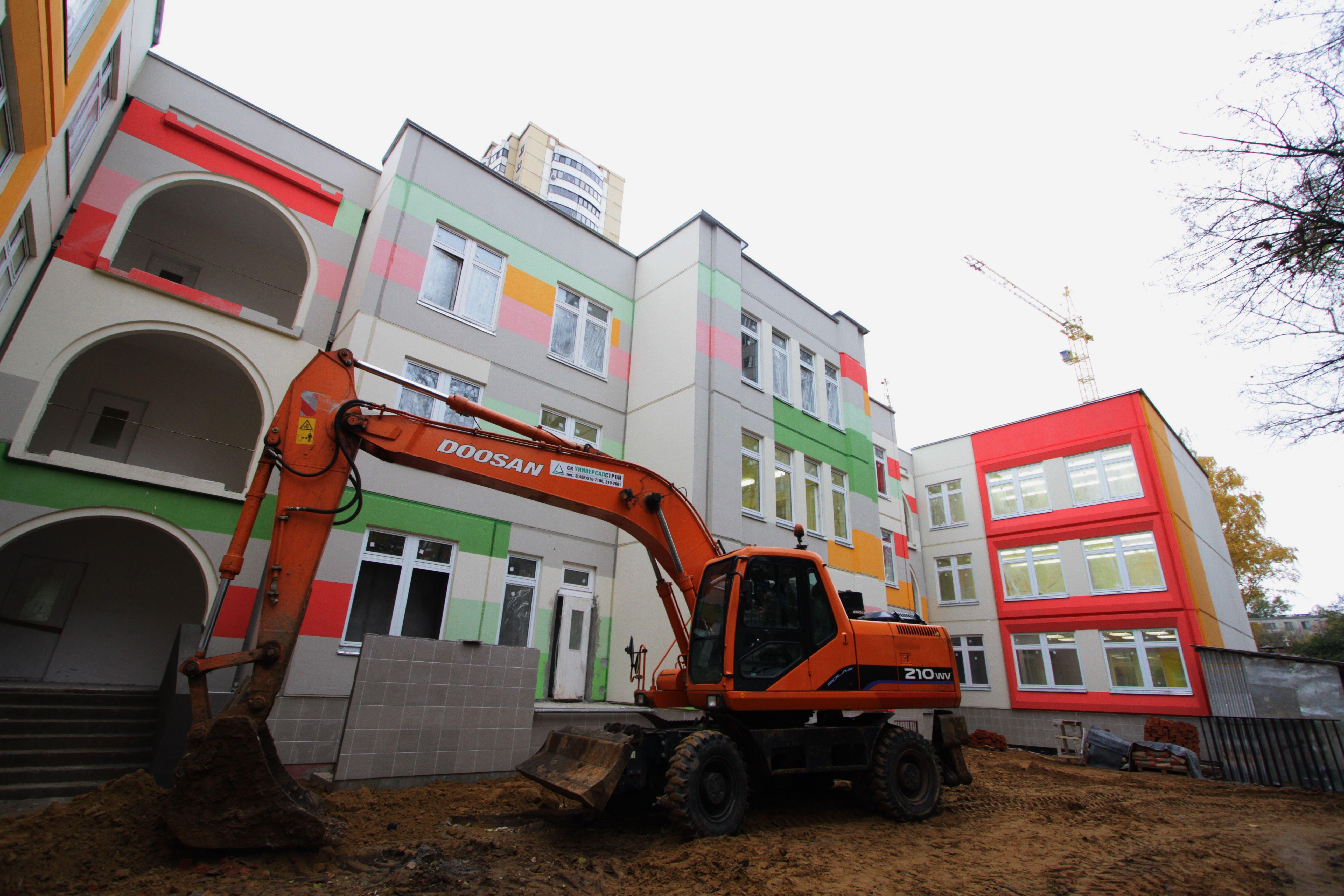 Семь школ и 21 детсад построили в Москве за 10 месяцев