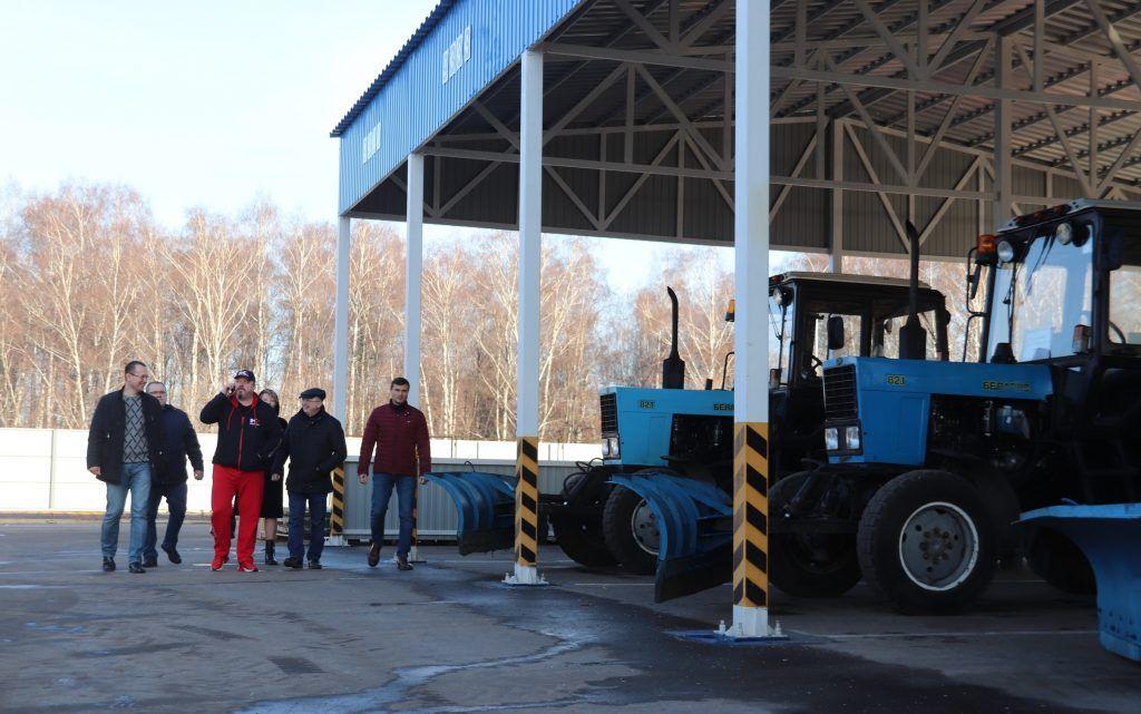Депутаты Орехова-Борисова Южного проверили готовность техники к зиме. Фото:Сарычева Александра