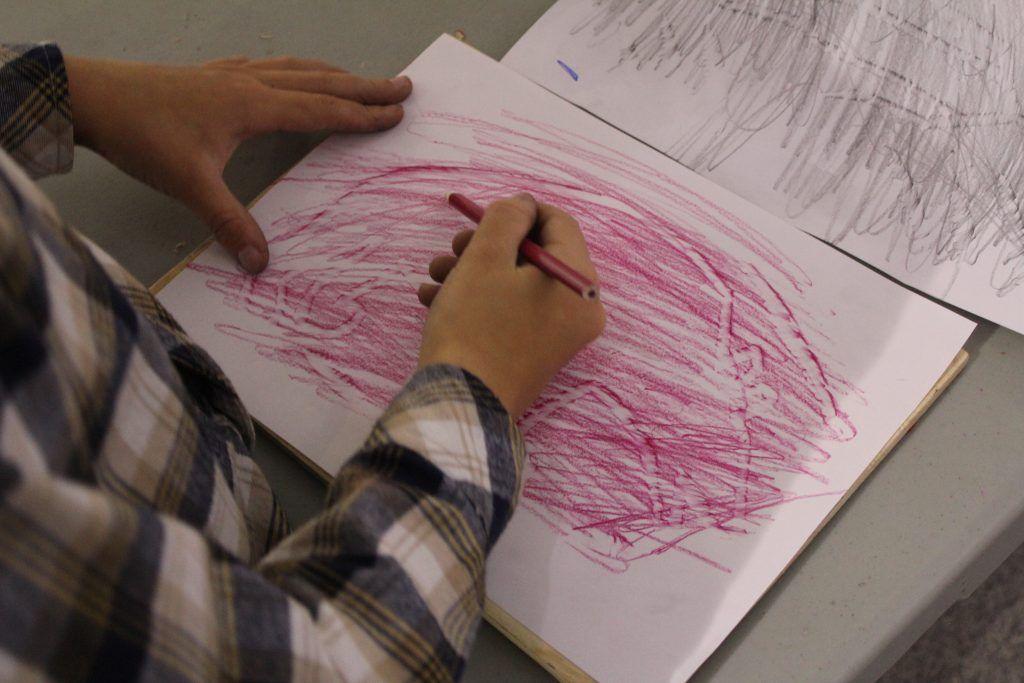С помощью специальной техники все желающие нарисовали петроглиф. Фото: Антон Онищенко