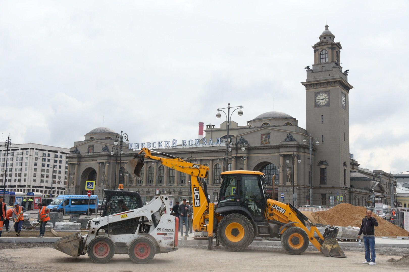 На площади Киевского вокзала установят навесы