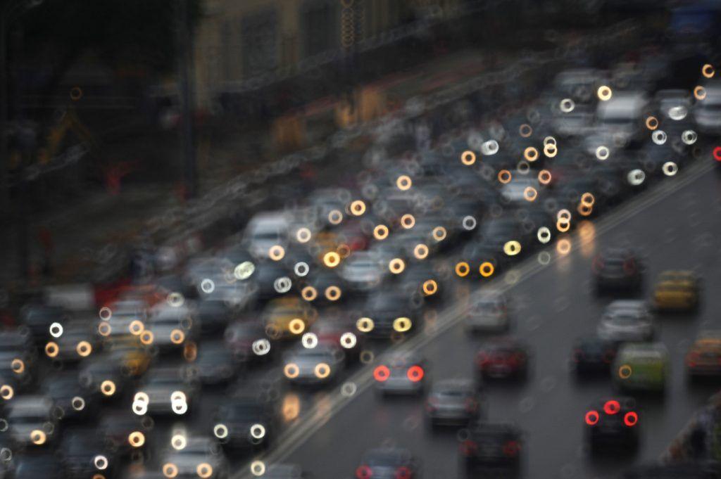 Водителей Москвы предупредили об осложнении дорожной ситуации