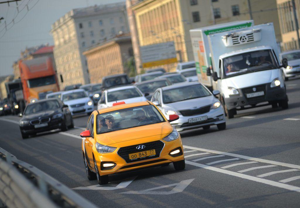 Выделенные полосы появятся на двух дорогах Южного округа. Фото: Александр Кожохин, «Вечерняя Москва»
