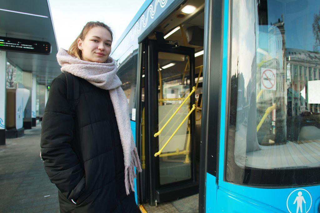 Автобусы маршрута №908 перевозят более 18 тысяч пассажиров в день. Фото: Наталия Нечаева, «Вечерняя Москва»
