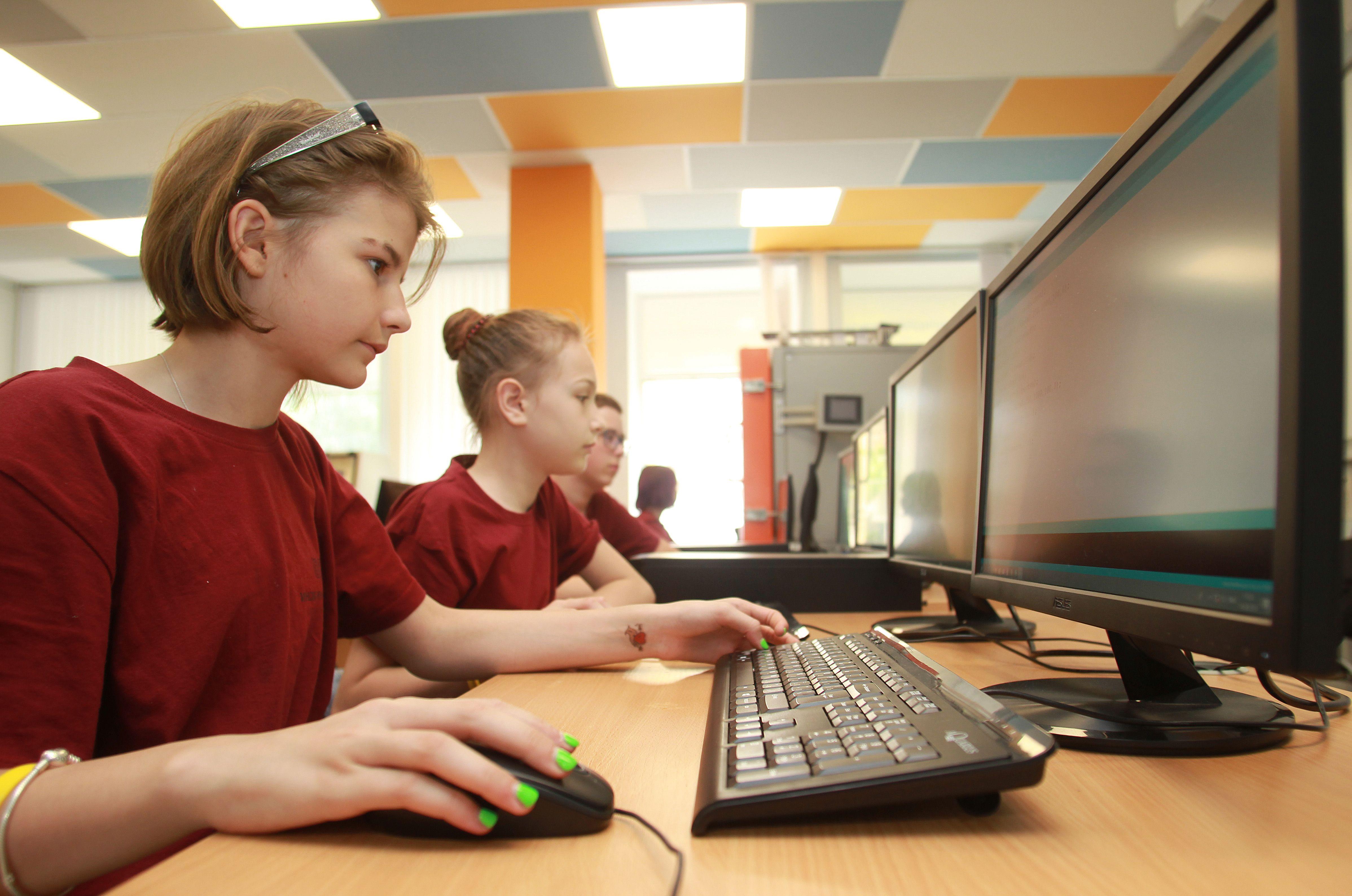 Школьники смогут подать заявку на итоговый экзамен онлайн
