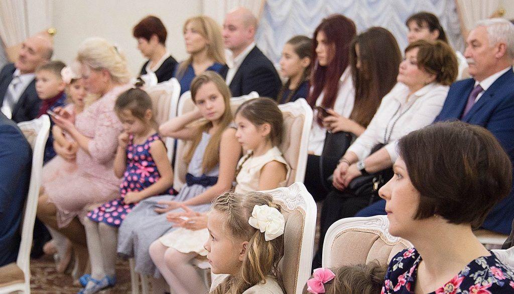 Представители аппарата Совета депутатов Царицына подготовили праздник для детей. Фото: сайт мэра Москвы