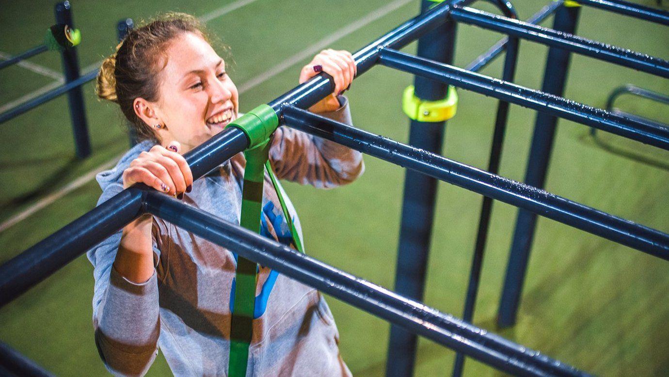 Установку детских и спортивных площадок начали в сквере на Шипиловской улице