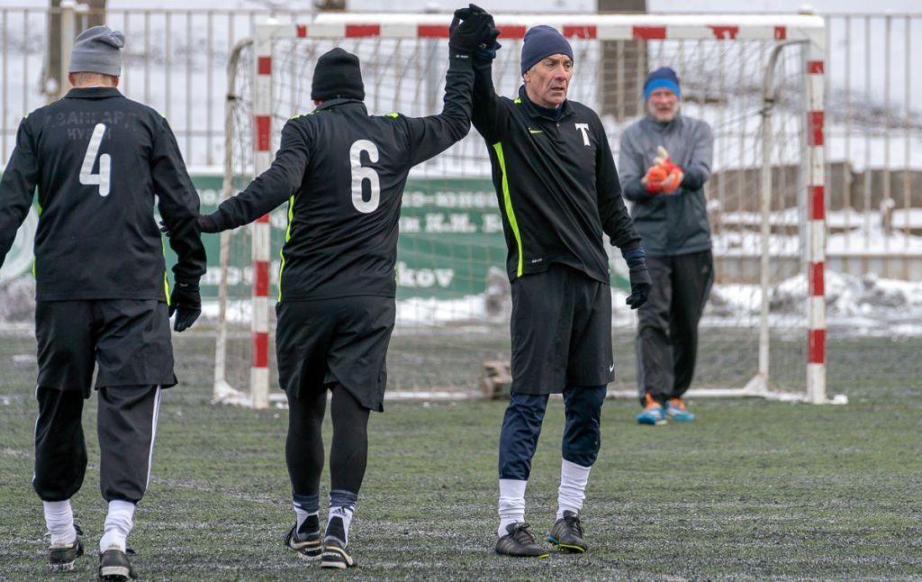 Олд-бойз «Торпедо»: команда старших игроков клуба лидирует в турнире «Негаснущие звезды-2019»