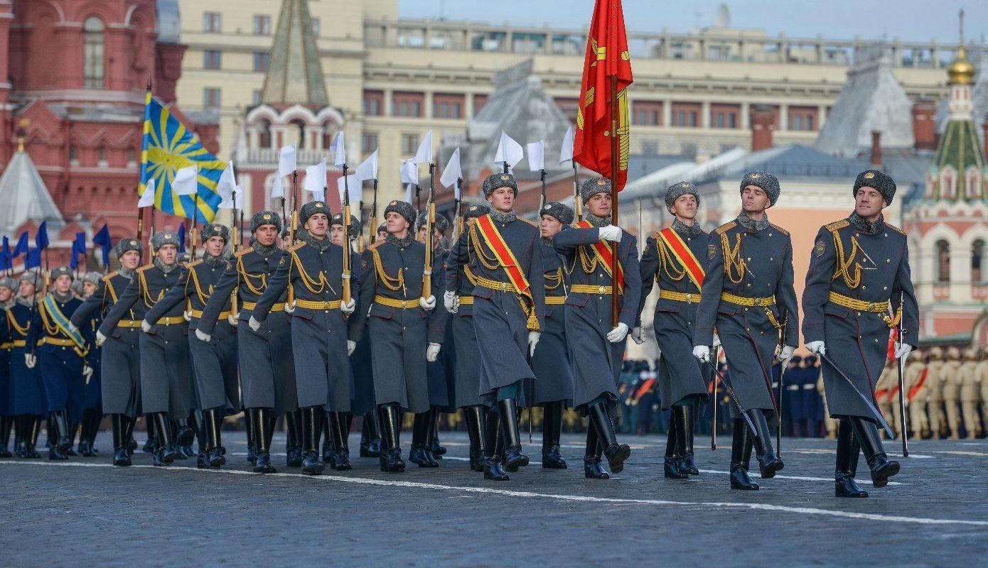 Около тысячи кадет и юнармейцев примут участие в параде 7 ноября