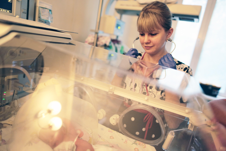 Малыши находятся под наблюдением специалистов. Фото: Анна Иванцова