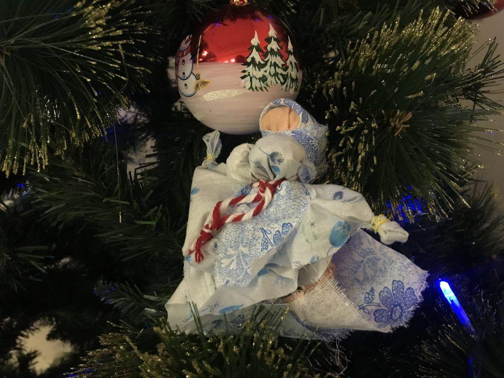 Кукла-хозяюшка поспособствует семейному благополучию в Новом году. Фото: Любовь Тимошкина