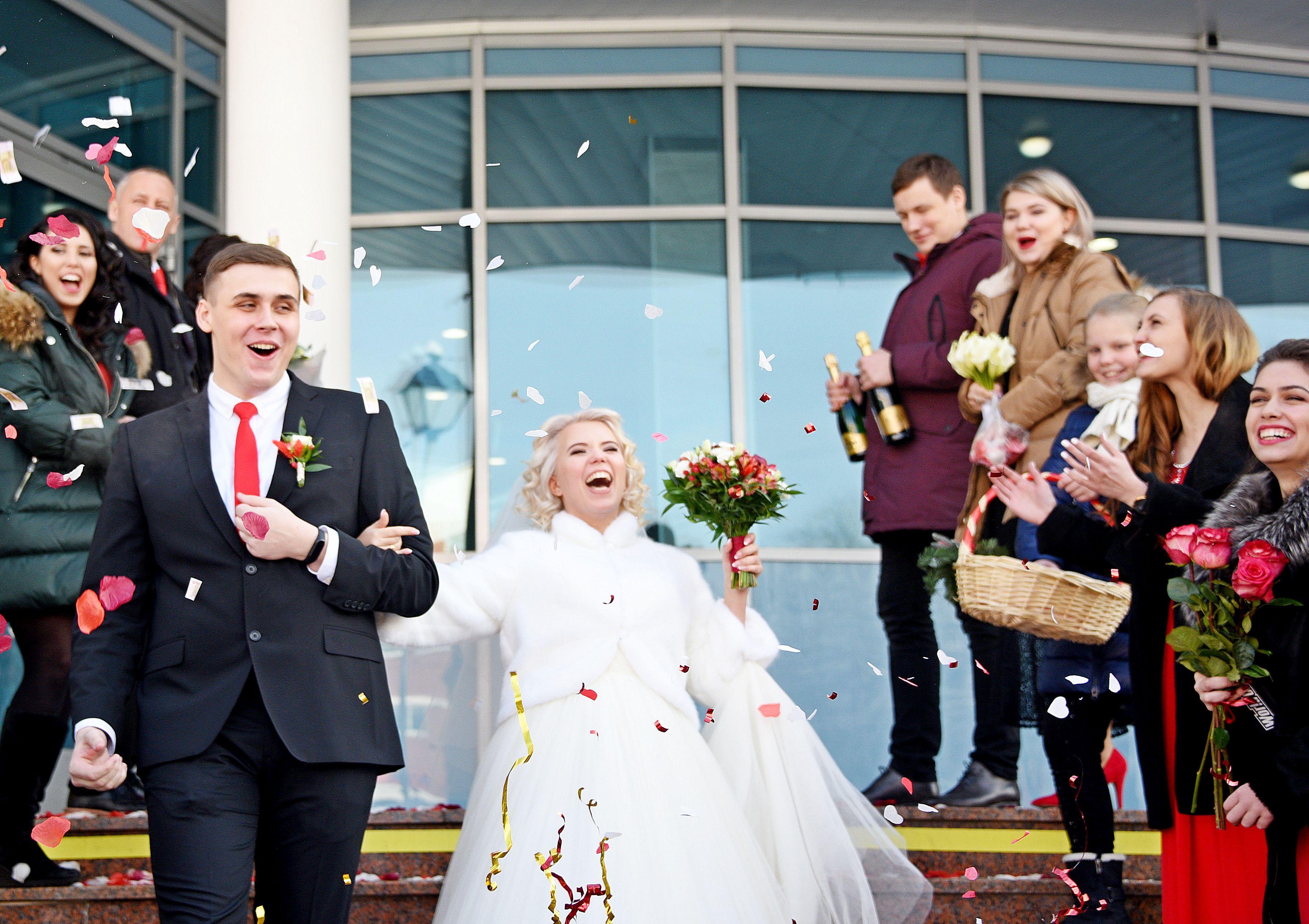 Более 470 пар заключат брак 31 декабря в московских ЗАГСах