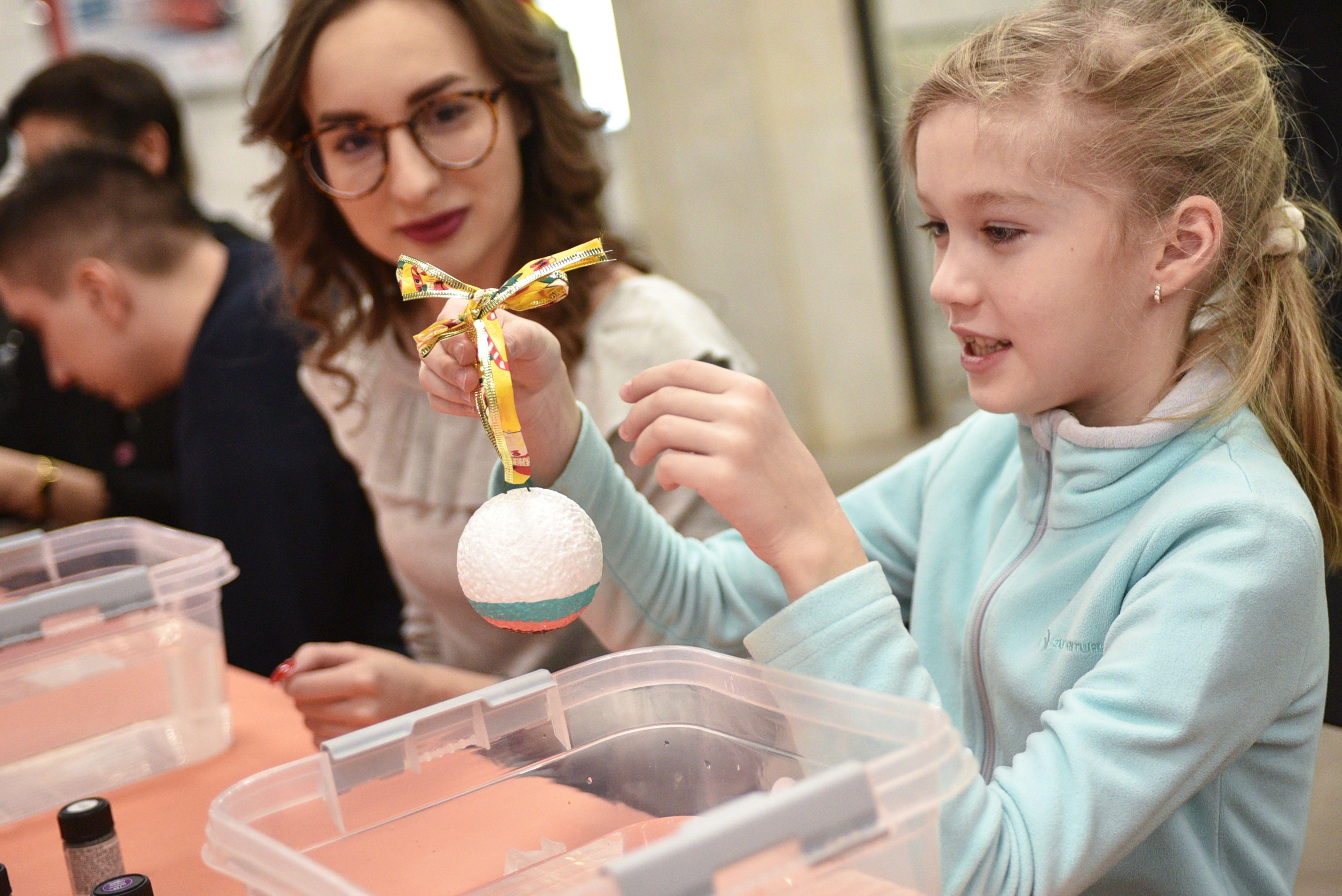 Елочная игрушка дерево сохранит: экологичный мастер-класс состоится в «Братееве»