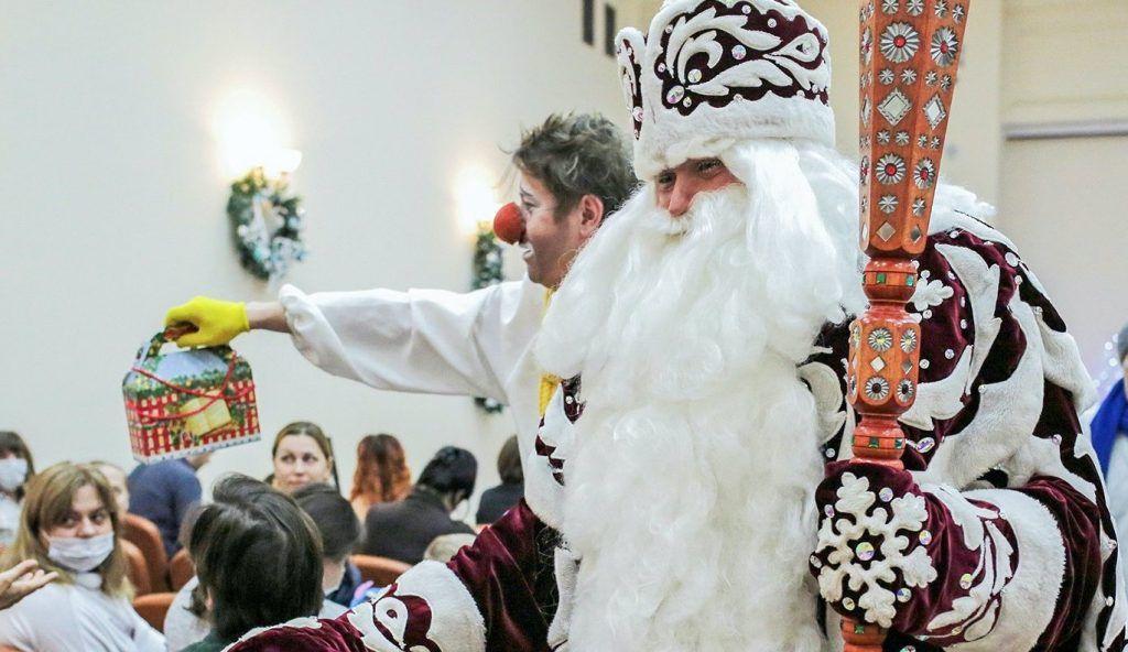 К пациентам столичных детских больниц придут Дед Мороз и Снегурочка. Фото: сайт мэра Москвы