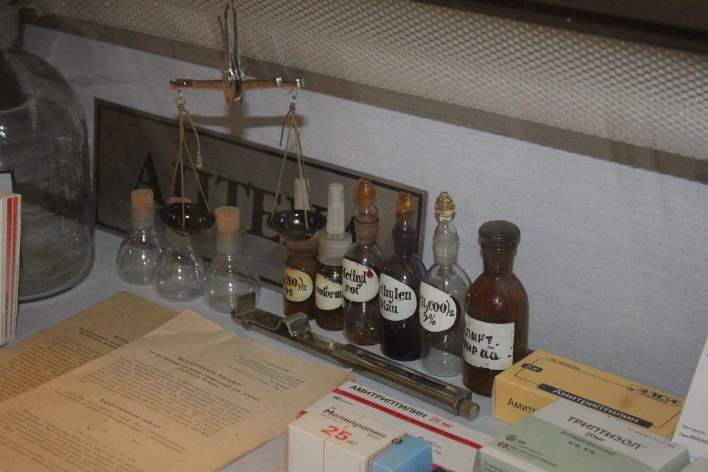 Предметы, которые применяли на аптечном производстве. Фото: Мария Канина